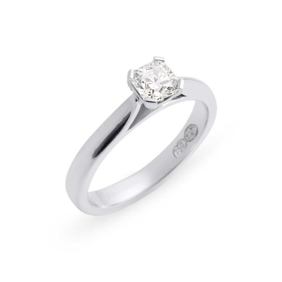 Brett's Jewellers 18ct white gold diamond ring 6